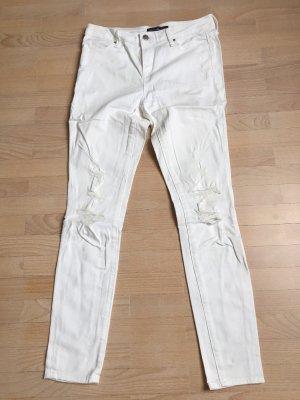 weiße Skinnyjeans mit Löchern