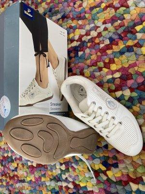 Weiße Sneaker von Tschibo