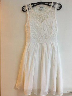 Weiße Sommer Kleid mit Spitzen