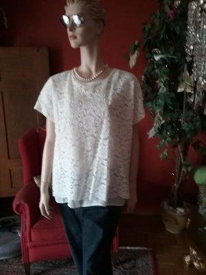 weiße Spitze sieht immer gut aus...auch total hipp zur Boyfriends Jeans