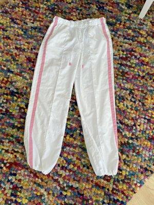 Weiße Sporthose die nicht ausbeult