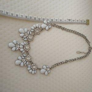 Bijou Brigitte Collier incrusté de pierres blanc-argenté