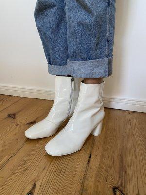 Weiße Stiefeletten aus Lackleder