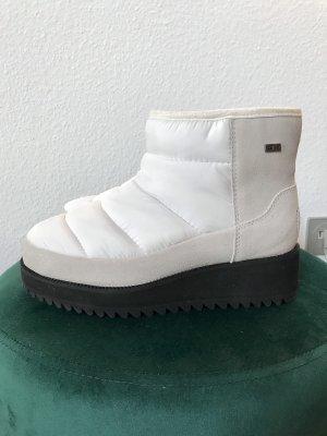 UGG Australia Winter Booties white-black