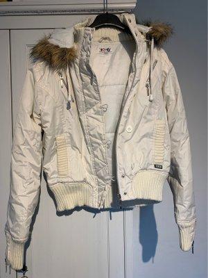 Weiße Winterjacke