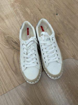 Weißen Linen Sneakern mit Bast-Applikationen
