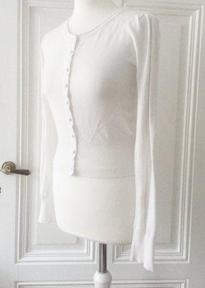 Weißer Cardigan mit Puffärmeln und glänzenden Knöpfen