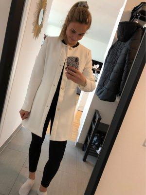 Weißer eleganter langer Blazer / Mantel