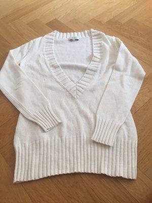 Weißer oversize Pullover mit tiefem Ausschnitt