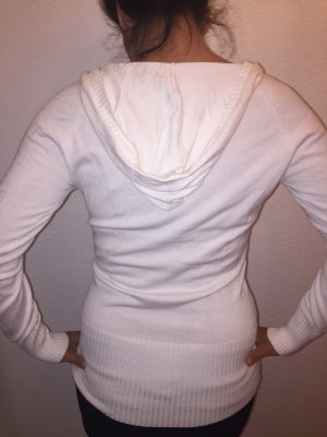 Weißer Pulli mit V Ausschnitt und Kapuze S wie neu klassische Impressionen