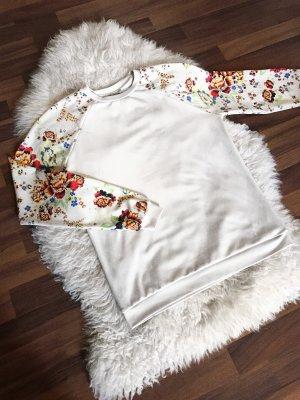 Weißer Pullover mit Blumenprint