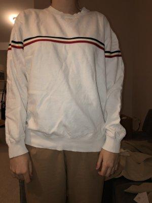 weißer Pullover mit Streifendetails