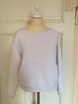 Weißer Pullover mit Struktur