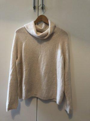 weißer Pullover mit Wasserfall Kragen