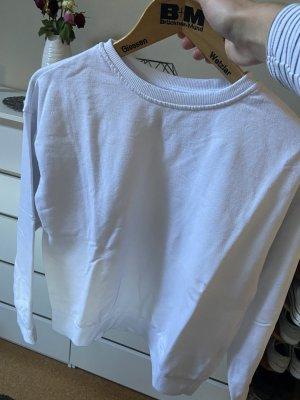 weißer Pullover ohne Kapuze