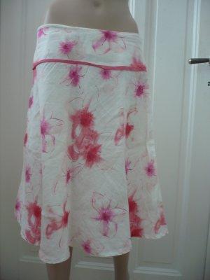 Weißer Sommerrock mit pinken Blumen und Pailletten