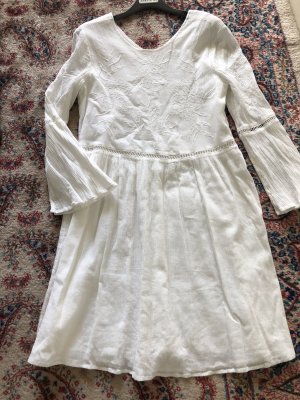 Weißes Baumwollkleid bestickt