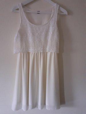 Weißes Chiffon Kleid mit Häkeltop