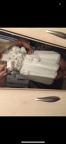 Weißes Chiffonkleid
