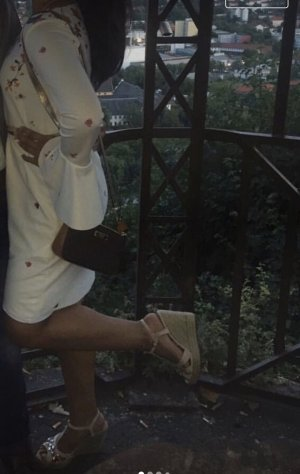 Weißes-Geblümtes Sommerkleid