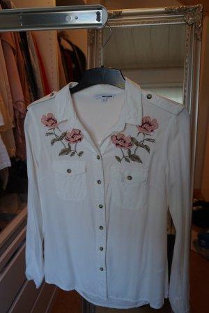 Weißes Hemd mit Blumen