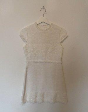 weißes klassisches Kleid