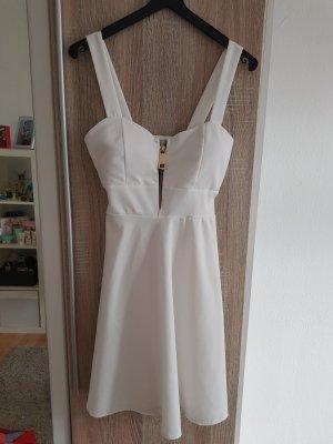Weißes Kleid aus Kroatien