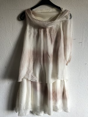 Weißes Kleid in Lagen