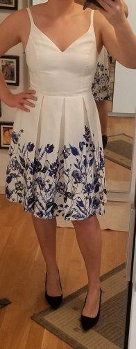 Weißes Kleid mit Blumenmuster und Strass-Steinen von Ivanka Trump (M)