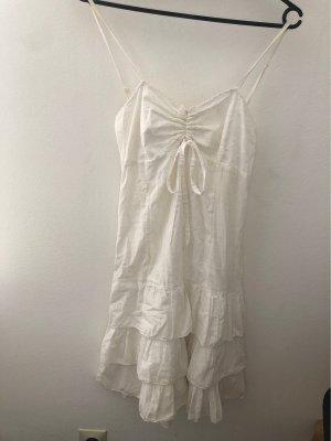 Weißes Kleid mit Spaghettiträger und Gürtelschlaufe