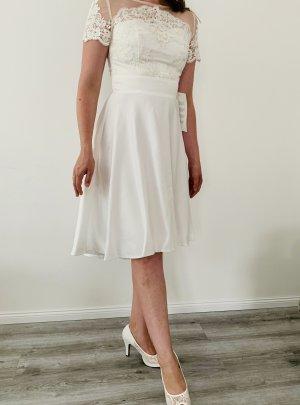 weißes Kleid mit Spitze von Chi Chi in Gr. S, neu mit Etikett