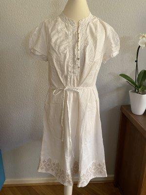 Weißes Kleid von Bellybuton