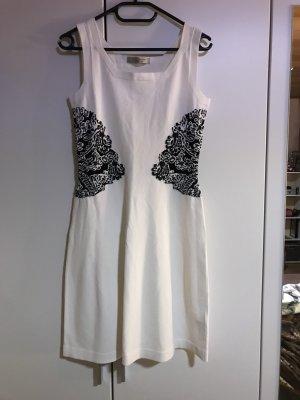 Weißes kurzes Kleid