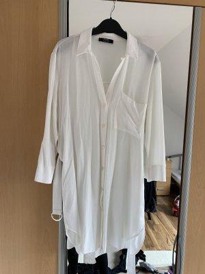 Weißes langes Hemd mit Gürtel Bershka