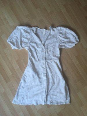 weißes leicht ausgestelltes Kleid