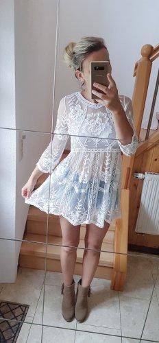 Weißes Minikleid mit Stickerei Lochstickerei Lace Spitze Trend Blogger Musthave