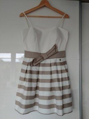 Weißes Rinascimento Kleid