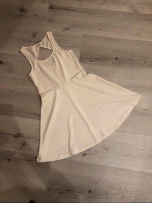 Weißes rückenfreies Kleid