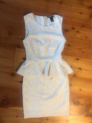 Weißes Schößchen-Kleid