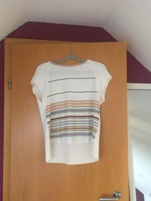 Weißes Shirt mit bunten Streifen