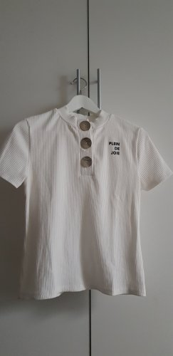 weißes Shirt mit Knöpfen