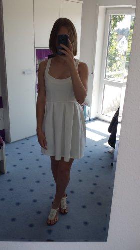 Weißes Skaterkleid mit Rückenausschnitt