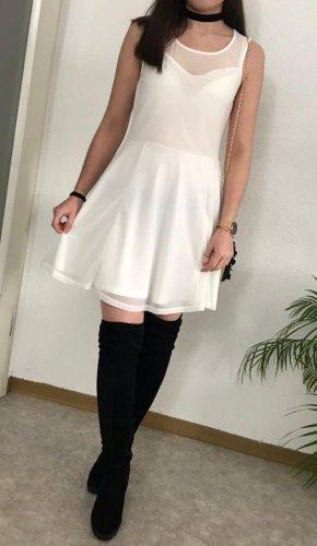 Weißes Skaterkleid mit Tüll