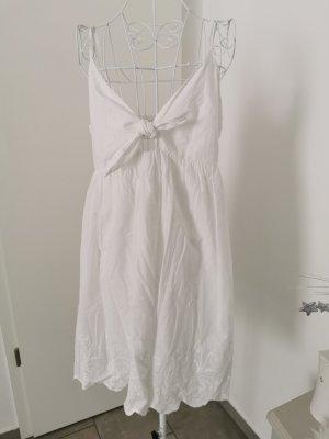 weißes Sommerkleid mit Ausschnitt zum binden