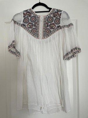 Weißes Sommerkleid mit Kordeln