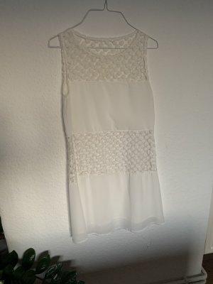 Weisses Sommerkleid mit Spitze