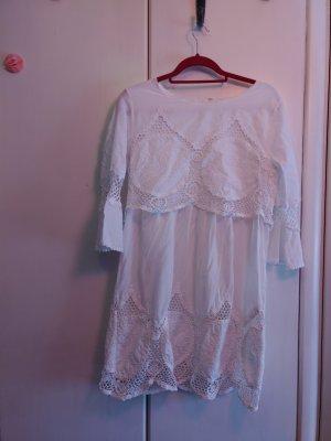 weißes süßes Kleidchen