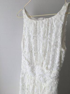 weißes Swing Kleid mit Taille und leicht ausgestelltem Rock