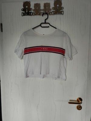 weißes T-Shirt mit blau-roter Aufschrift