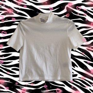 weißes T-Shirt mit Rollkragen
